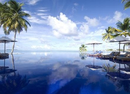 l-3390conrad-maldives_infinity-view-pool-6
